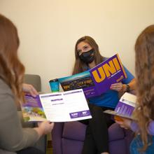 UNI staff help transfer students.